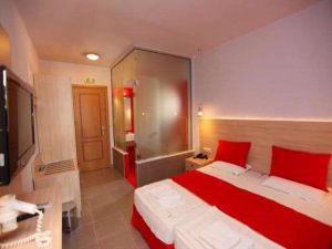 room4_at_the_hotel_ioannis